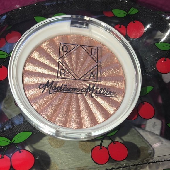 OFRA Other - OFRA COSMETICS x Madison Sea Shimmer Highlighter